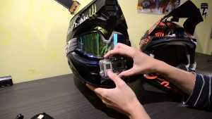 cadrer caméra sur casque moto